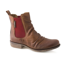 Carl Scarpa Tan/Red Ruched Chelsea Ankle Boots - Cavalina