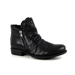 Carl Scarpa Black Flat Ruched Ankle Boots - Natalia